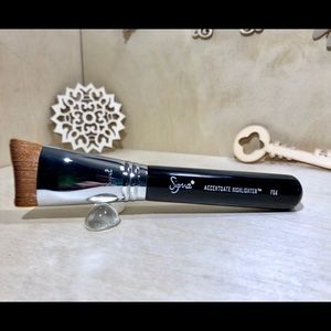 Accentuate Highlighter Brush F56